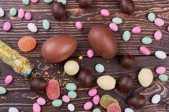 Cukierki na drewnie obrazy stock