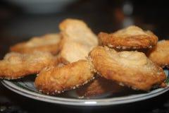 CUKIERKI palmy, WYŚMIENICIE deser W MAŁYM talerzu Zdjęcia Stock