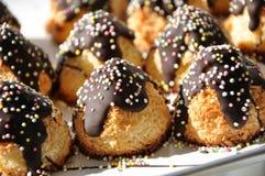 Cukierki tort dekorujący z jagodami obrazy stock