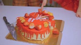 Cukierki tort z truskawkami zdjęcie wideo