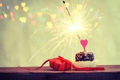 Cukierki valentine ` s prezenta i dnia tortowy pudełko Zdjęcia Royalty Free