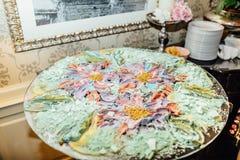 Cukierku bar Wyśmienicie słodki bufet z babeczkami Ślubny decorat obrazy royalty free