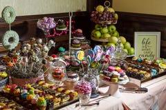 Cukierku bufet i pustynia stół Zdjęcia Royalty Free