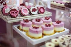 Cukierku bufet z szeroką rozmaitością cukierki fotografia stock