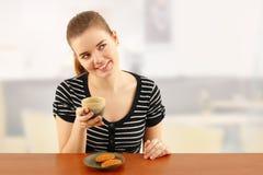cukiernianego coffe target2092_0_ dziewczyna nastoletnia Fotografia Stock