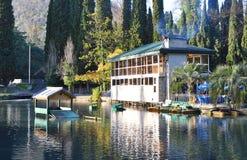 Cukiernianego ` Platana Tri ` w nadmorski parku Nowy Athos, Abkhazia Zdjęcie Stock