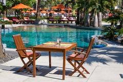 cukierniani krzesła opróżniają stół Zdjęcie Stock