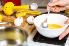 cukierniczki batożący jajka Obraz Stock