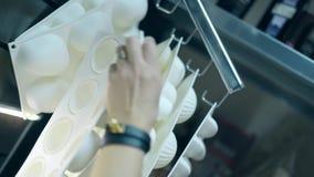 Cukierniczy bierze krzemu tort marshmallow formę i zdjęcie wideo