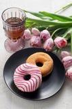 Cukrowi i Glazurujący donuts z zdjęcie stock