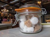 Cukrowy garnek na stole fotografia stock