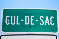 Cul de Säck Roadisign i gatorna av Montreal, Quebec, Kanada En Cul de Säck, i franskt, är en återvändsgränd eller impass arkivbilder