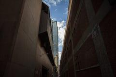 Cul-de-sac bij de bodem van wolkenkrabbers in Montreal van de binnenstad, Quebec Canada stock fotografie