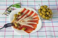 Culinária de Balcãs Fatias de presunto seco-curado prsut, prosciutto imagem de stock royalty free