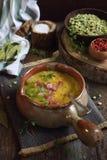 Culinária francesa tradicional: sopa de ervilha fotos de stock royalty free