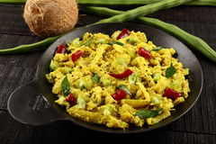 Culinária indiana sul - thoran de Moringa fotografia de stock