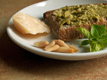 Culinária italiana - pesto genovese Fotografia de Stock Royalty Free