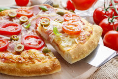 Culinária italiana: pizza imagens de stock royalty free