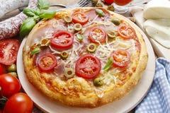 Culinária italiana: pizza fotos de stock royalty free