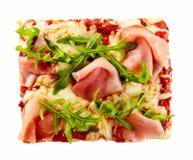 Culinária italiana saboroso com uma pizza do presunto Imagem de Stock Royalty Free