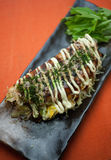 Culinária japonesa Okonomiyaki Fotografia de Stock Royalty Free
