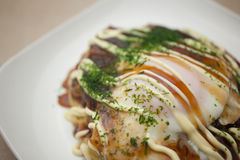 Culinária japonesa Okonomiyaki Fotos de Stock