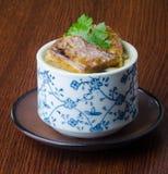 Culinária japonesa ovo cozinhado no fundo fotos de stock