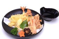 Culinária japonesa, Tempura misturado, isolado no fundo branco w Fotografia de Stock Royalty Free