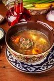 Culinária oriental do Uzbeque tradicional Sopa com carne do cordeiro Copie o sp foto de stock royalty free