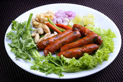 A culinária tailandesa do norte favorita chamou Sai Aua - salsicha picante tailandesa do norte grelhada Imagem de Stock