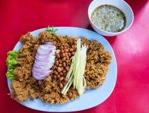 Culinária tailandesa e alimento, salada friável do peixe-gato Fotos de Stock