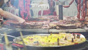 Culinária tradicional do festival espanhol Fim acima vídeos de arquivo