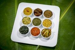 A culinária Vorta de Bangla, o vaji, o caril dos peixes e os vegetais surram a bandeja Imagens de Stock Royalty Free