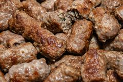 Culin?ria de Balc?s Cevapi - prato grelhado da carne triturada imagens de stock