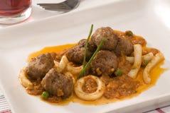 Culinária espanhola. Chocos e meatballs. Imagens de Stock