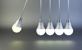 Culla del ` s di Newton fatta delle lampadine Concetto di moto di idea Fotografia Stock Libera da Diritti