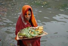 Culte dans l'eau polluée Photo libre de droits