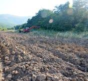 Cultivation de la terre Photographie stock libre de droits