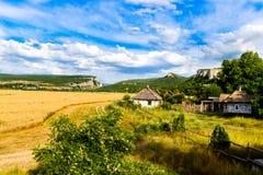Cultive a colheita de grão no vale do rio Imagem de Stock