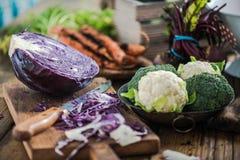 Cultive legumes frescos do mercado local da cozinha suuny Foto de Stock Royalty Free