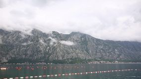 Cultive para el cultivo de mejillones en Montenegro, en la bahía de Kot almacen de video