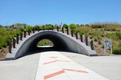 Cultive a passagem subterrânea permite que os pedestres e os ciclistas viajem unimpeeded na área de espaço aberto de Bosque do gr fotos de stock royalty free