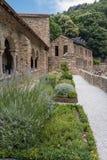 Cultive un huerto en la abadía Románica de San Martín du Canigou Foto de archivo libre de regalías