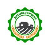 Cultivo natural Logotipo verde redondo con el campo y la granja Fotografía de archivo