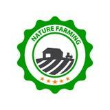 Cultivo natural Logotipo verde redondo con el campo y la granja Imagenes de archivo