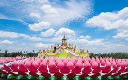 Cultura Asia della costruzione del fiore di Krathong grande in tempio Fotografia Stock