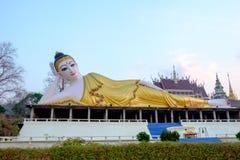 Cultura tailandesa buddha de reclinação da Buda Imagens de Stock Royalty Free