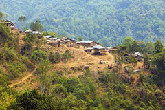 cultura tribal nativa da aldeia da montanha do tribo de Akha, Pongsali, Laos imagem de stock royalty free