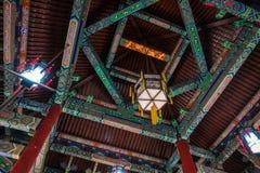 Culture en bois intérieure de plafond de passages couverts de temple chinois antique Photo stock