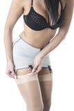 Culture serrée de jeune Playing With Stockings modèle classique fascinant lascif Photo stock